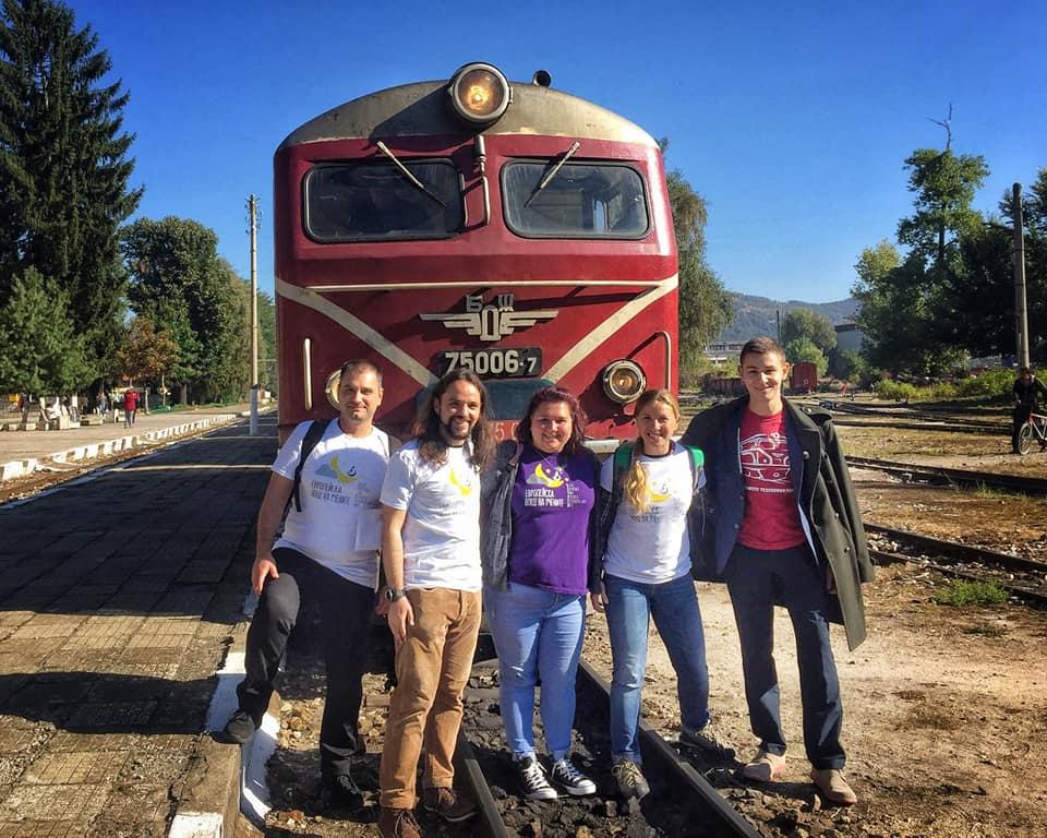 """Днес стоте пътници във влак """"Родопи"""" имаха възможността да чуят научните обяснения на някои теми от нашето ежедневие"""