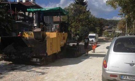 """Полагат първи слой асфалт по булевард """"Вела Пеева"""""""