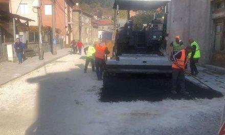 """И във Велинград продължава асфалтирането! Улица """"Осми март"""" се асфалтира"""