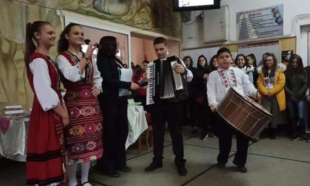 """В ПГИТ """"Алеко Константинов"""" представиха традиции на различните етноси от Чепинския край"""