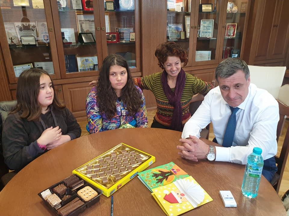 Талантливите възпитаници на ЦПЛР-ОДК зарадваха ръководството на община Велинград с Коледни стихове