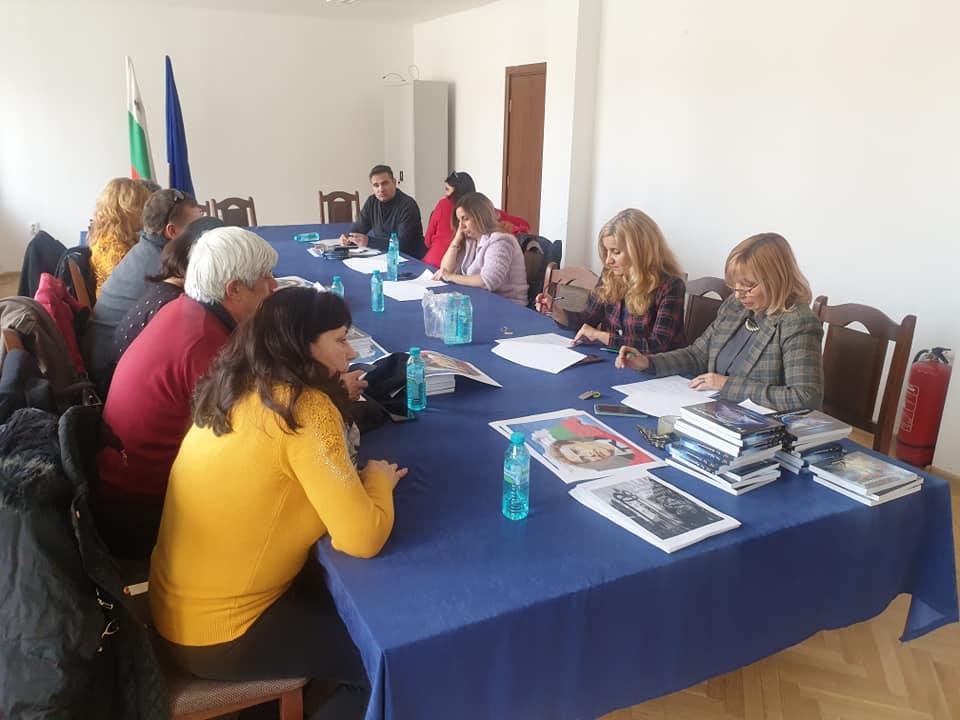 На 12.02.2020 в малка заседателна зала на общинска администрация се проведе консултативна среща по повод приемане на проекта на Културен календар за 2020 година