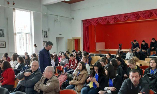 """На 02 март 2020 г. от 13:00 часа в Професионална гимназия по икономика и туризъм """"Алеко Константинов"""" в град Велинград ще се проведе открит урок на тема """"Основни институции на Европейския съюз""""."""