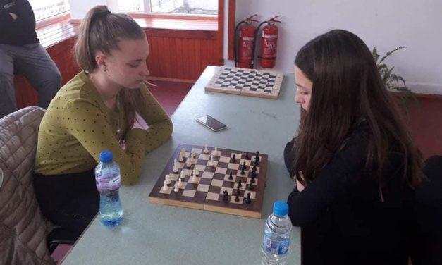 Два отбора се конкурираха в срещите по шахмат в УСИ