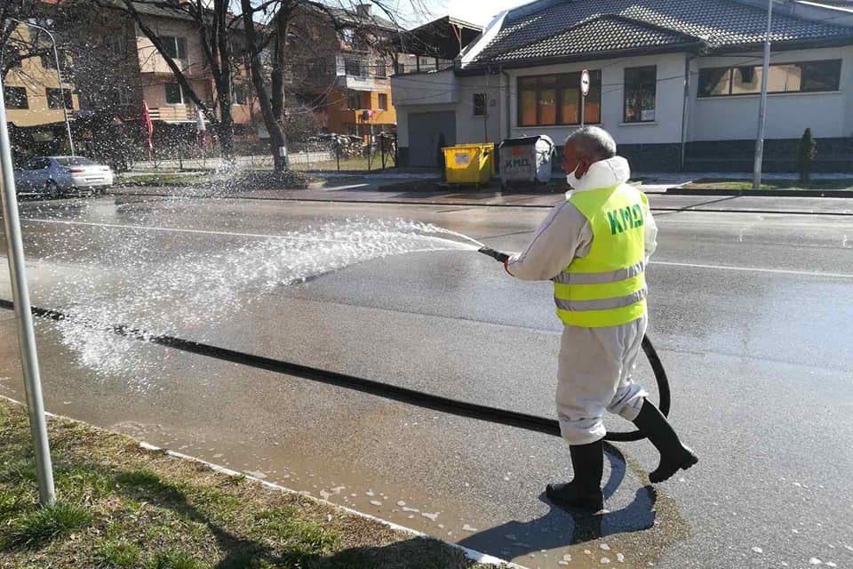 Община Велинград започна дезинфекция на града