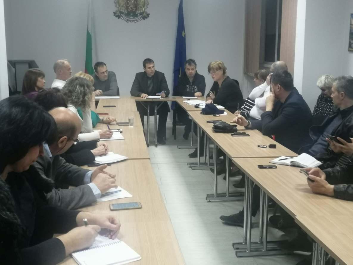 Областният управител Стефан Мирев проведе заседание на Областния кризисен щаб за борба с коронавирус COVID-19