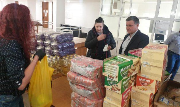 Фани Шеврова дари пакети с продукти от първа необходимост на Община Велинград за крайно нуждаещи