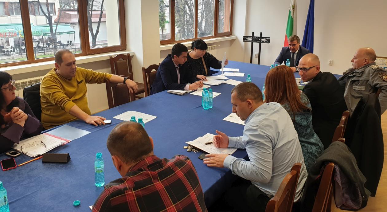 Кметът на община Велинград д-р Костадин Коев свика на заседание щаба за предприемане на допълнителни мерки против разпространението на COVID-19.