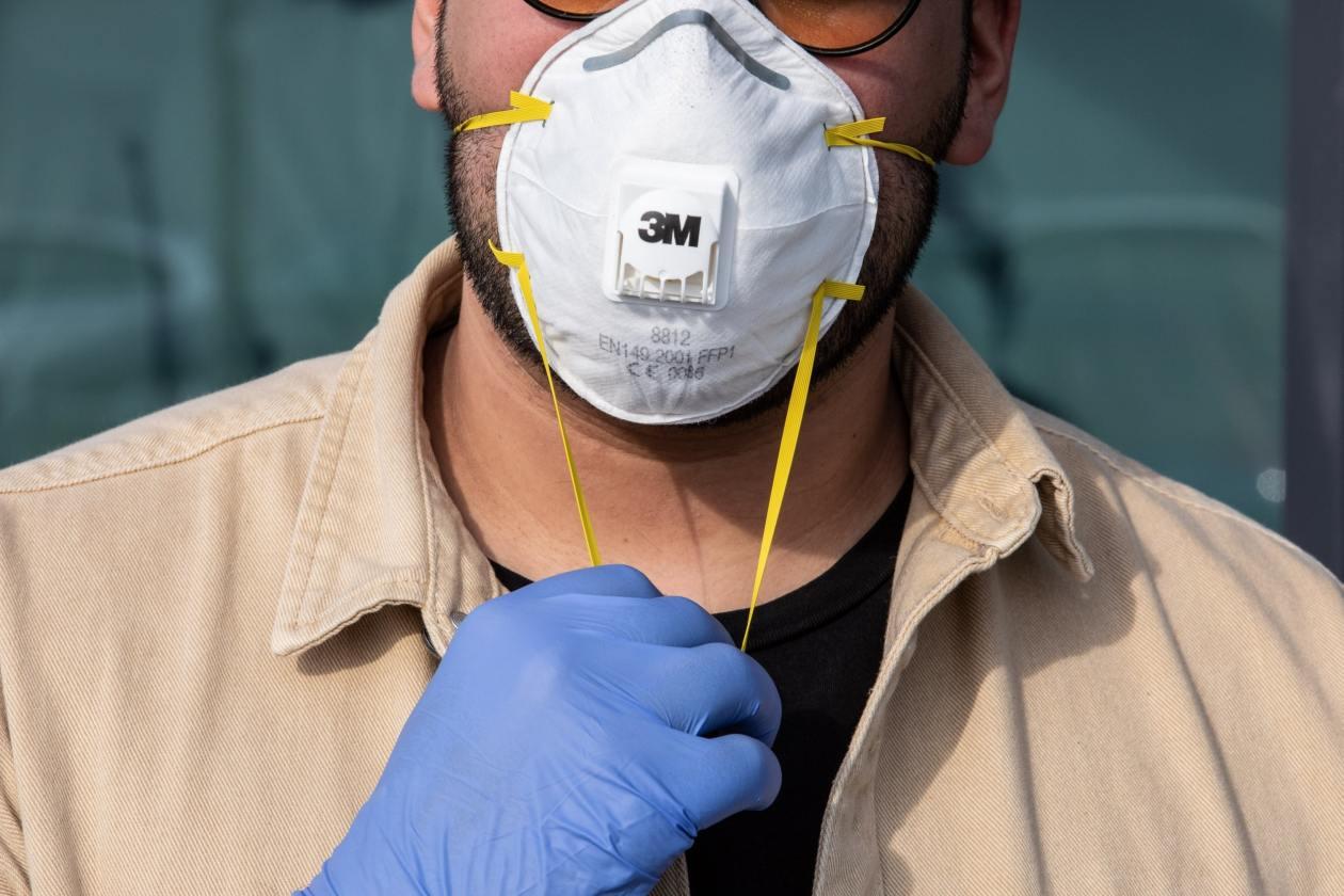 Отменят задължителното носене на маски на обществени места