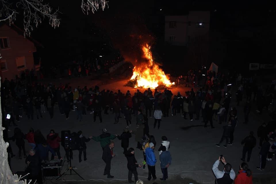 Със запалване на традиционните празнични огньове, Велинград отбеляза Сирни Заговезни