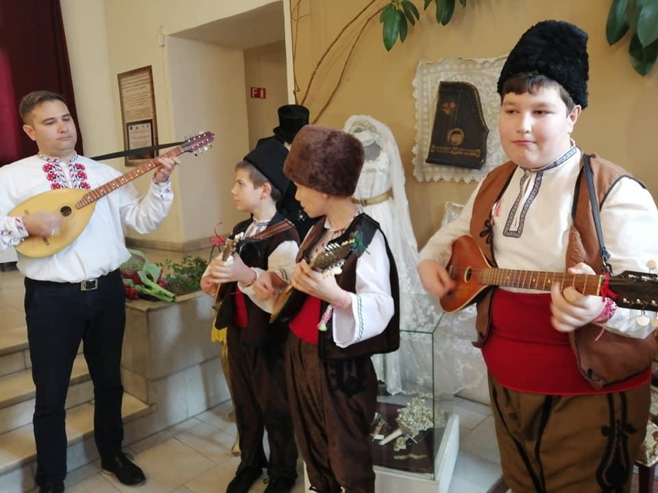 """Музикални инструменти разказват """"Песента на дървото"""" в Исторически музей – Велинград"""