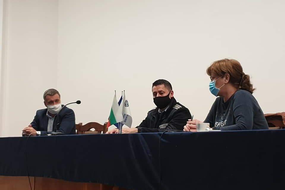 Кметът на община Велинград д-р Костадин Коев свика извънредно заседание на Общинския щаб за предприемане на мерки против разпространението на COVID-19.