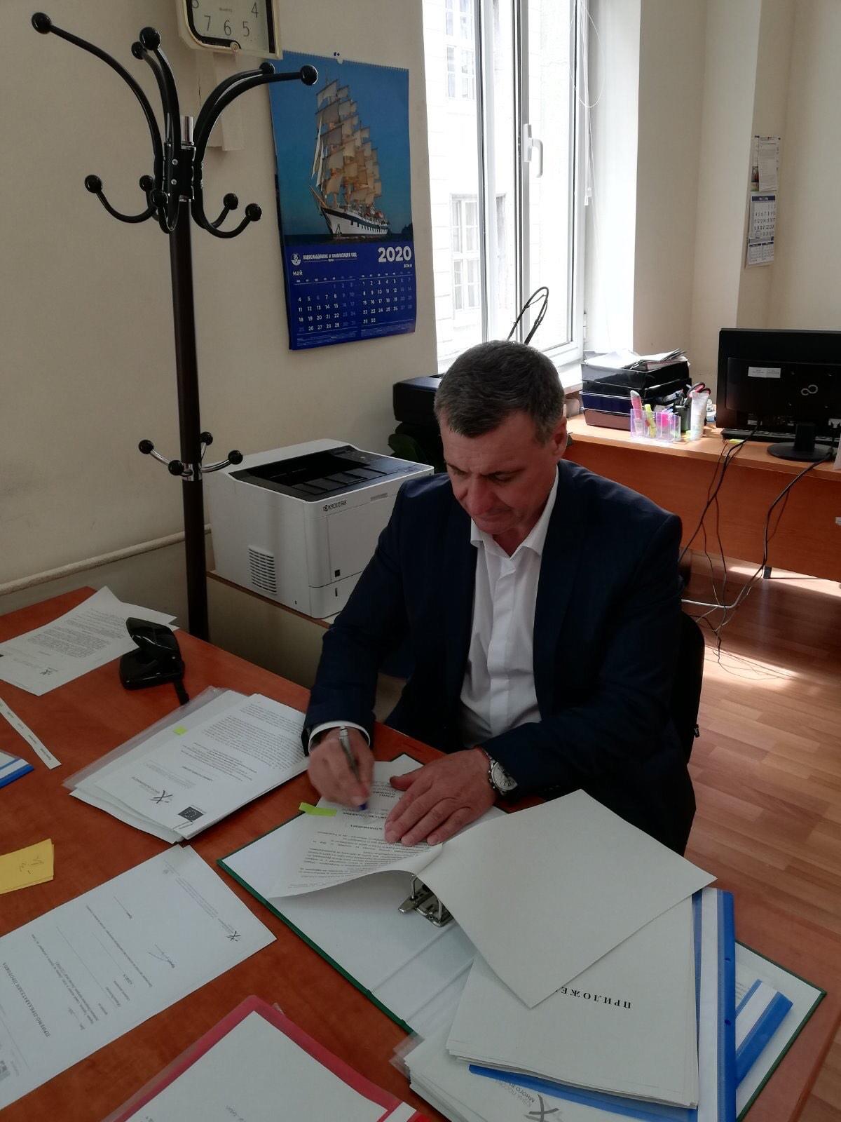 Д-р Коев подписа договора за закриване и рекултивация на сметището