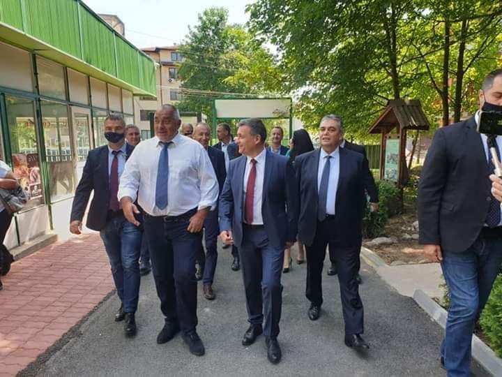 "Правителството предостави имот за общежитие на НПГГС ""Христо Ботев"""