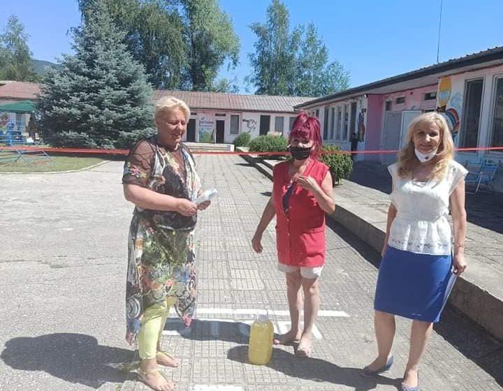 Детски градини и социални институции в община Велинград получиха дарение