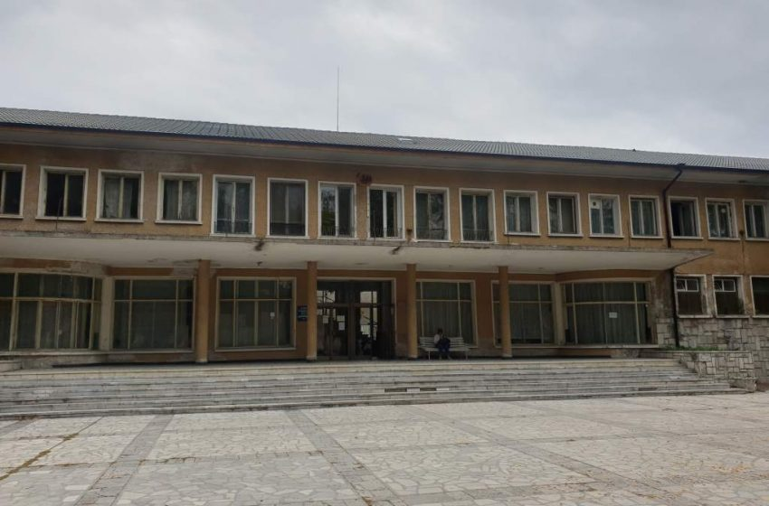 Кметът Коев с писмо до здравния министър за състоянието на Курортна поликлиника