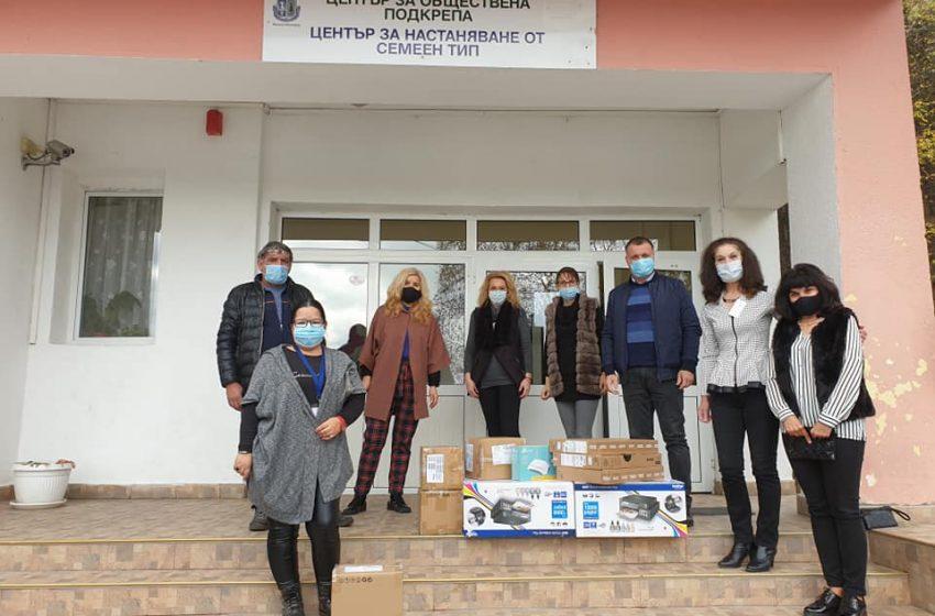 Кметът Велинград връчи преносими компютри на учениците в ЦНСТДМБУ