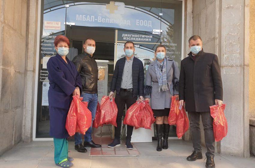 Дарение за медиците на първа линия в Общинската болница