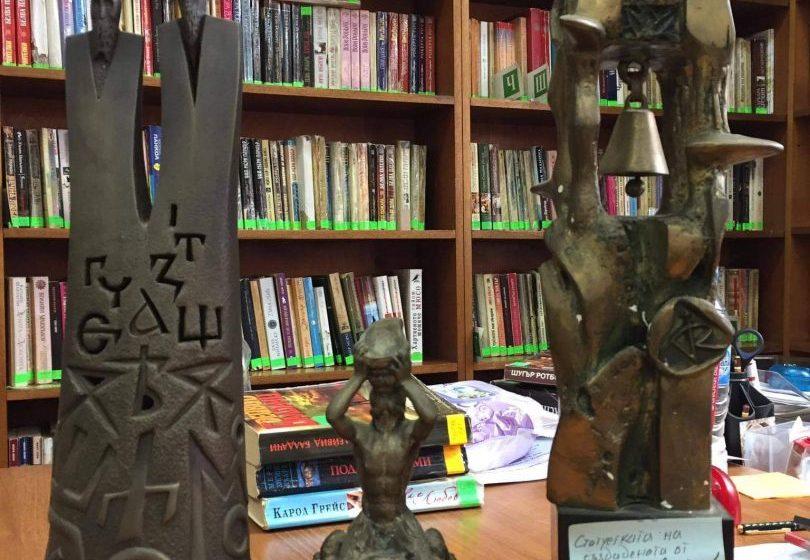 Акад. Стайков с ново дарение за Библиотеката в гр. Пещера