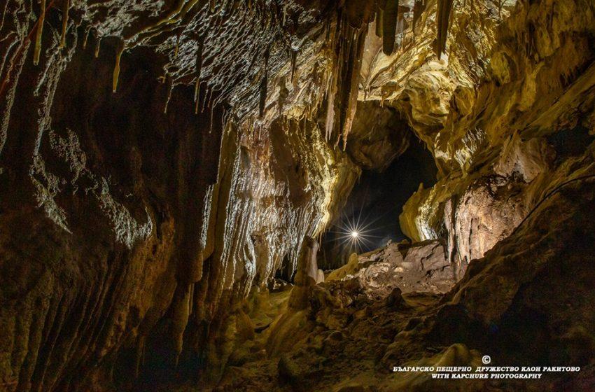 """Българско пещерно дружество Ракитово"""" с нов календар – продажбите отиват за направа на музей на пещерите"""
