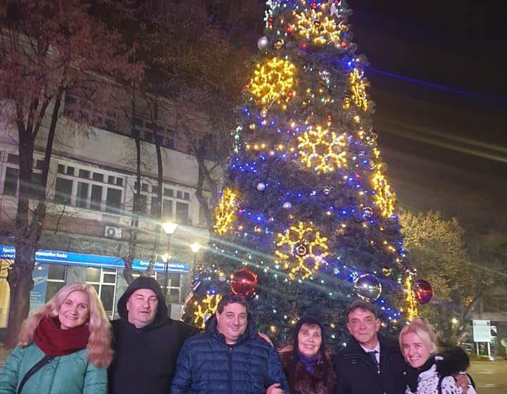 Грейнаха светлините на коледната елха във Велинград