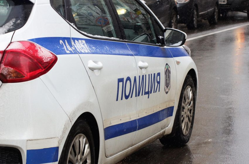 Тийнейджърка с дрога е задържана от полицаи към РУ-Велинград
