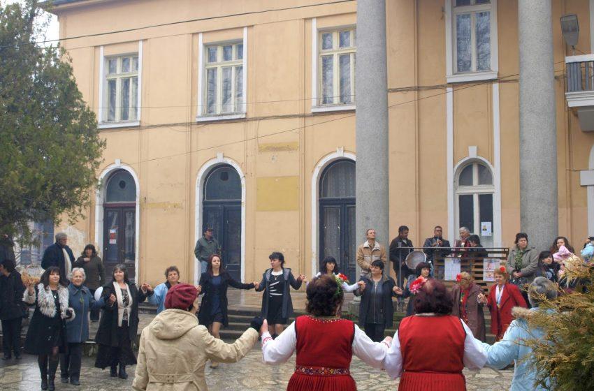 """Пандемията отмени Бабинден в гр. Ракитово, но подаръци ще има за """"бабинчетата"""""""