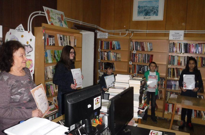 """Библиотеката в гр. Ракитово награди първенците в четенето и обяви """"Читател на годината""""-2020 г."""