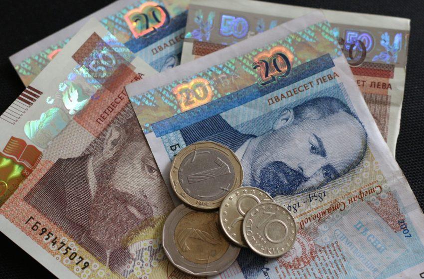 От 1 януари 2021 г. – минималната заплата става 650 лв, а минималната пенсия – 300 лв