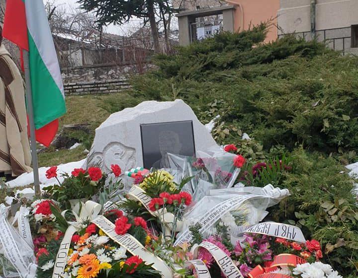 С панахида и цветя Велинград се поклони пред паметта на Васил Левски