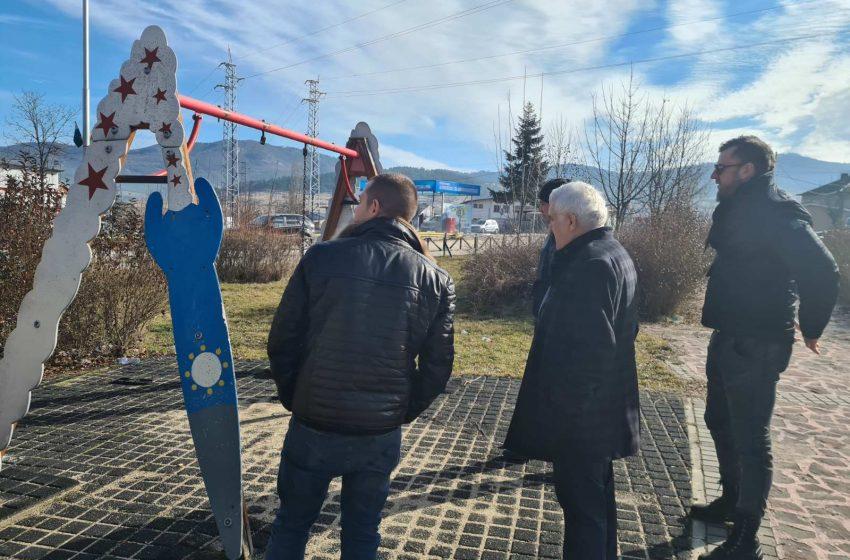 Кметът на община Ракитово огледа детските площадки – ще бъдат обновени
