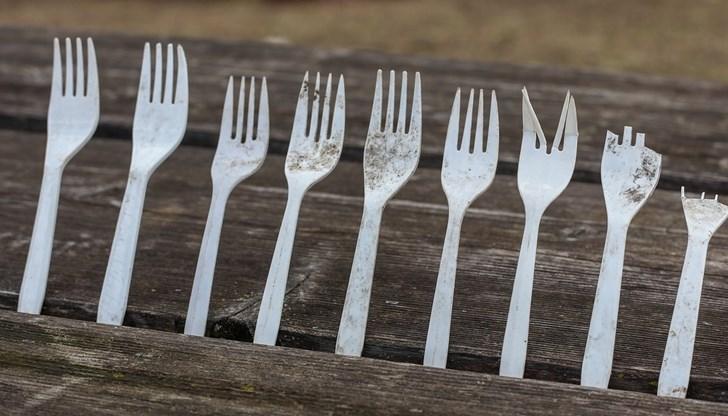 От 3-юли-2021 нямаме право на пластмасови прибори, сламки, чаши