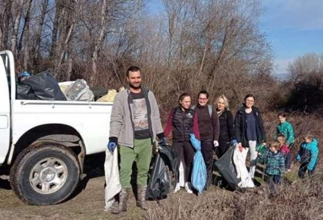 Природолюбители от с. Паталеница почистили китното село за 3 дни