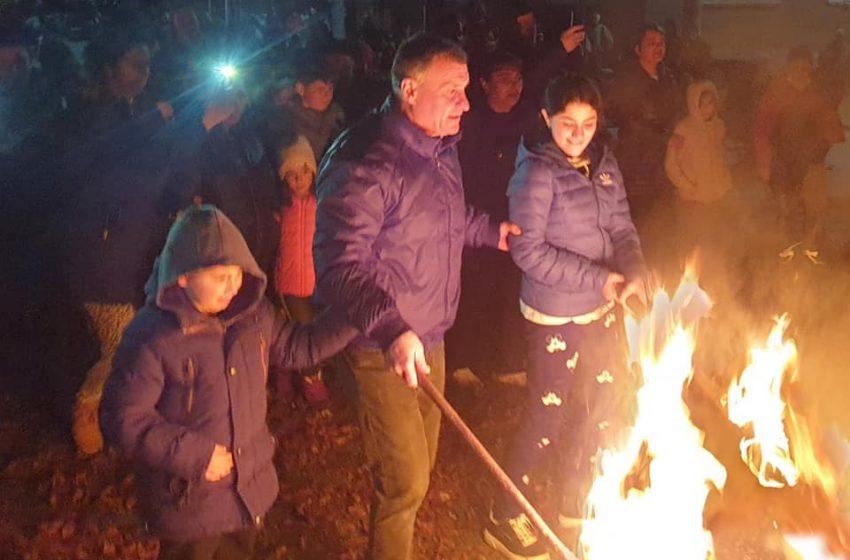 Традиционно във Велинград бяха запалени Сирнишки огньове в трите квартала на града