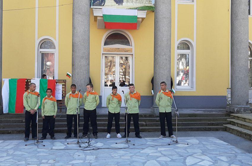 """По традиция момчетата от ВУИ """"А. Узунов"""" са участници в програмата за 3 март в общ. Ракитово"""