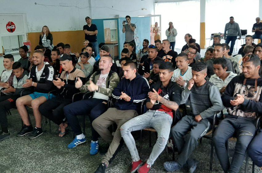 Деца от ЦПЛР ОДK – гр. Велинград изнасят концерт за момчетата от ВУИ – гр. Ракитово