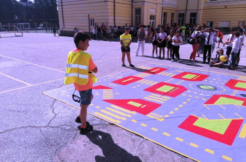 Нова детска площадка по безопасност на движението