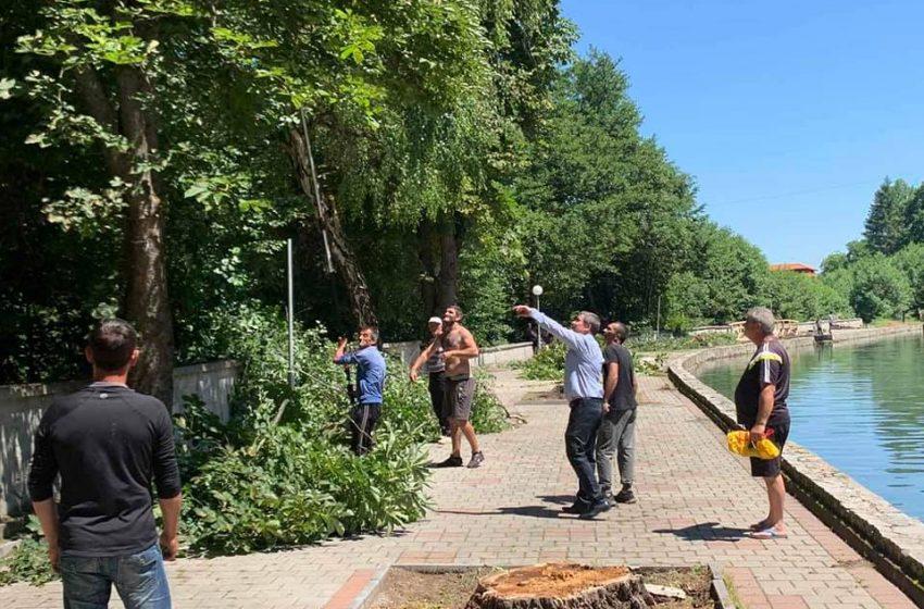 Кметът на община Велинград  д-р Костадин Коев  инспектира  ремонтните дейности на клептуза