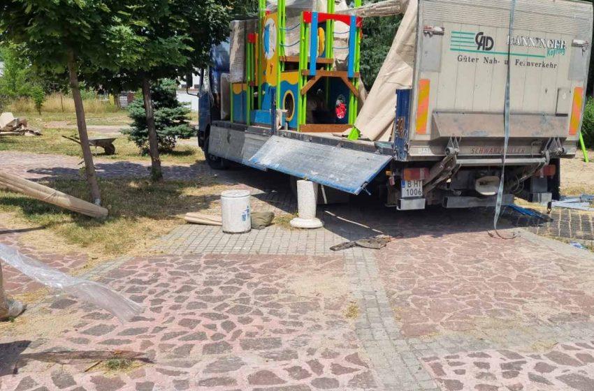 Монтираха нови модули люлки и пързалки в парковете в гр. Ракитово