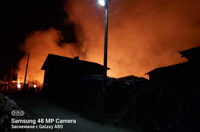 Пожар във велинградското с. Кръстава, 4 противопожарни коли са тръгнали натам