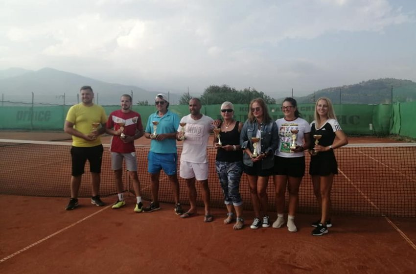 """Гости спечелиха финалните двубои в тенис турнира """"Велинград и приятели"""""""