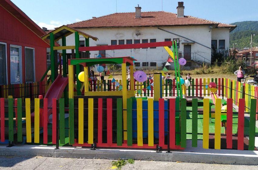 """Откриха площадка за игра в детска градина – гр. Ракитово, кв. """"Запад"""""""
