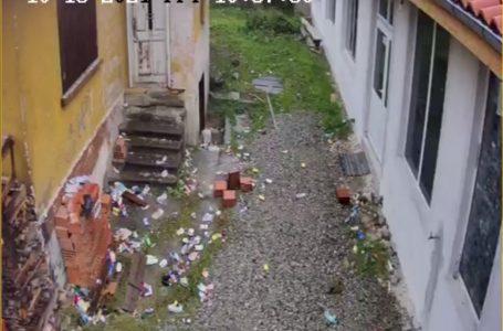 Църковното настоятелство в с. Дорково алармира за боклуци около храма
