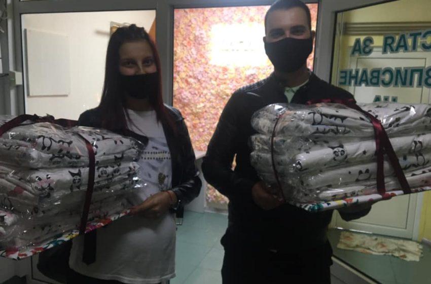 Еми и Пламен Гьорови дариха спални комплекта за новородени на болница в град Пазарджик